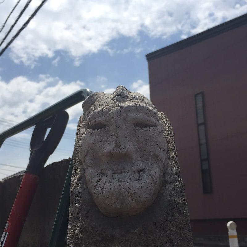 トラガス。石仮面