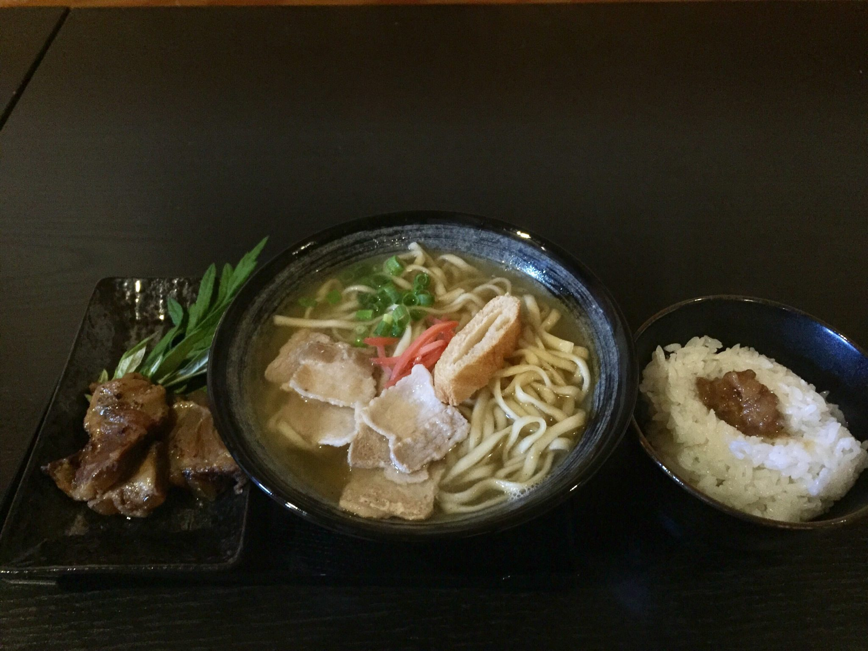 琉球居酒屋 鬼笑(きっしょう) 沖縄そば+軟骨ソーキ+フーチバー+ライス(油サービス)