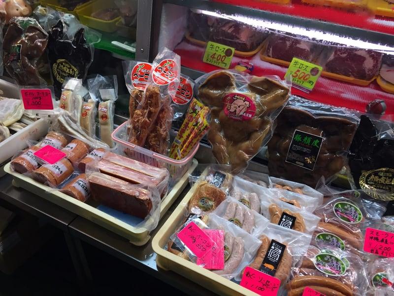 沖縄県那覇市 牧志公設市場1階 肉
