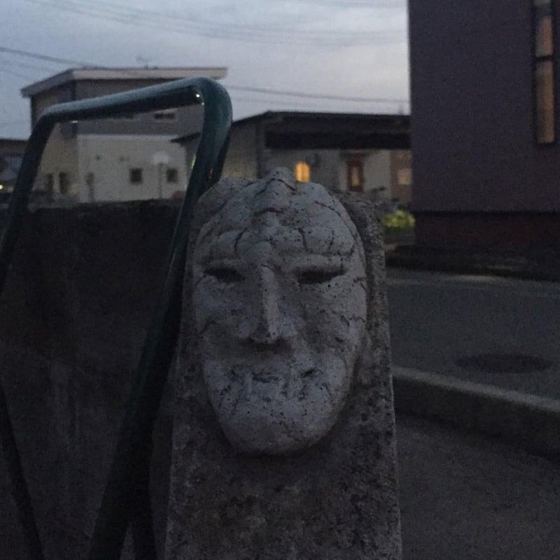 トラガス。 石仮面