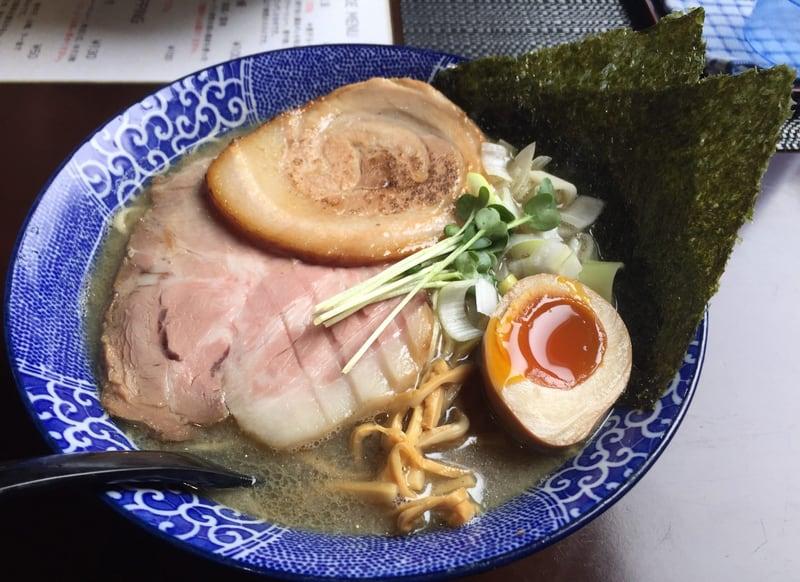 煮干らー麺 シロクロ 特・煮干らー麺(白)