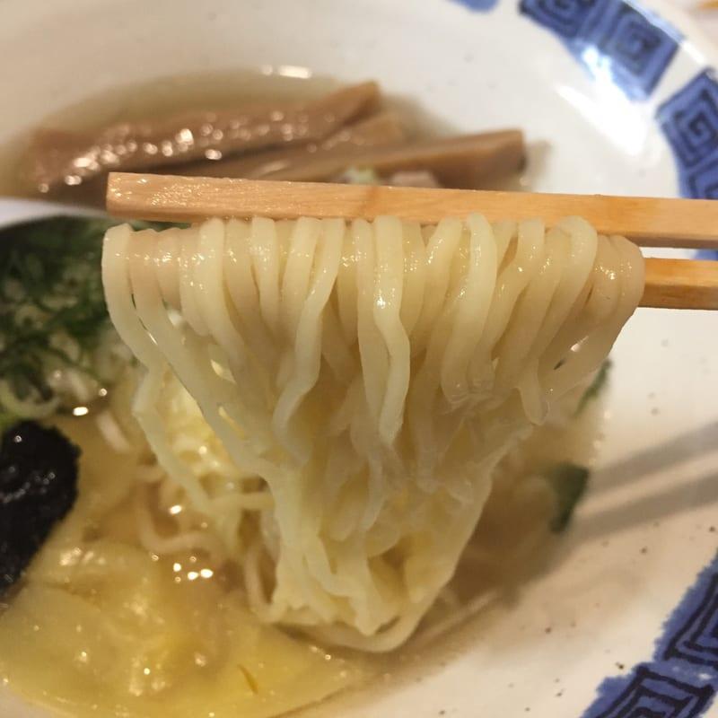 拉麺道場 燃えろドラゴン 海老ワンタン麺(塩) 麺