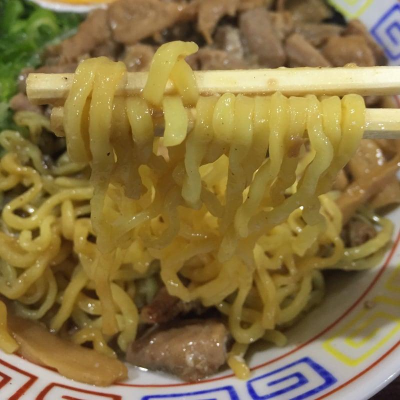 らーめん鷹島 秋田中央店 ホルモンまぜそば 麺