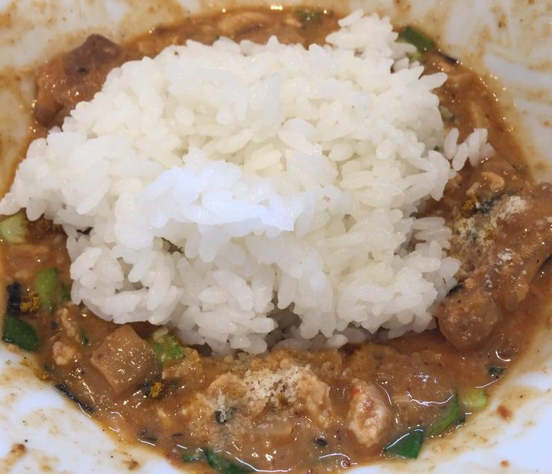 NOODLE SHOP KOUMITEI(香味亭) オマール海老香る辛味噌まぜそば 追い飯 カレー風味