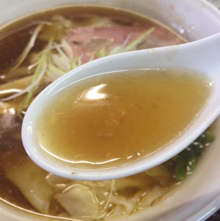 手打 焔 ワンタンメン スープ