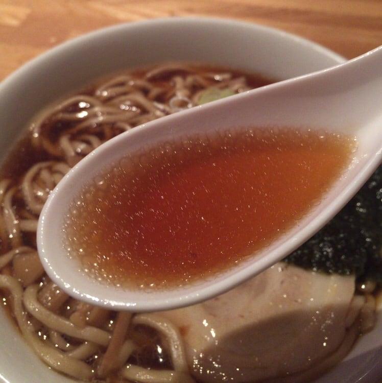 ダイニング・カラオケ ヒットパレード しょうゆラーメン 醤油ラーメン スープ