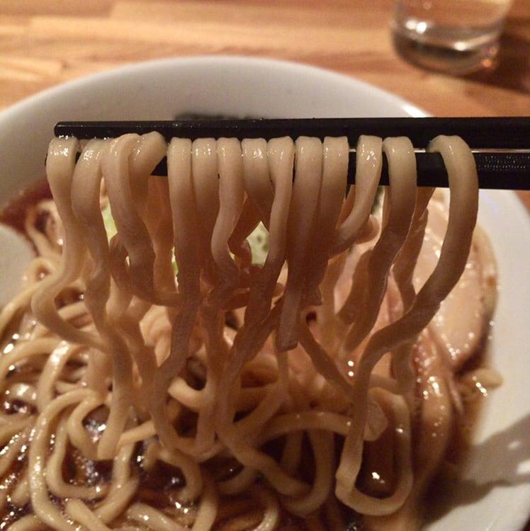 ダイニング・カラオケ ヒットパレード しょうゆラーメン 醤油ラーメン 麺