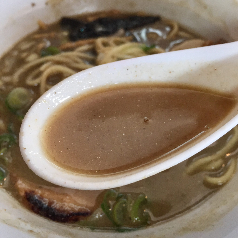 初代麺屋とのさき 醤油煮干し中華そば上 スープ