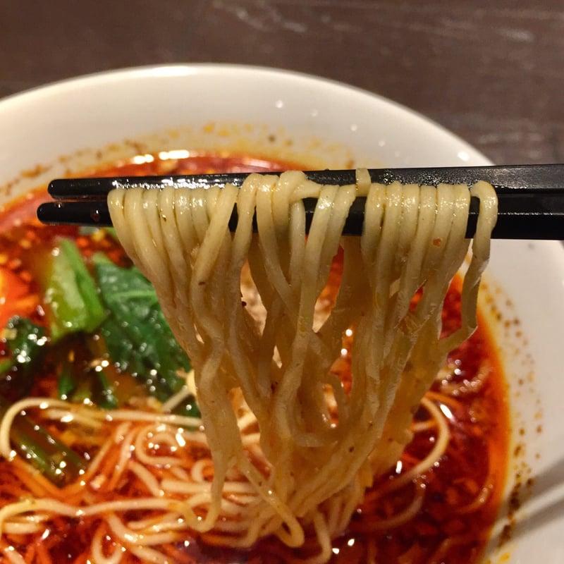 四川Dining&bar 臥龍 創香(がりゅう そうしゃん) 酸辣湯麺 麺