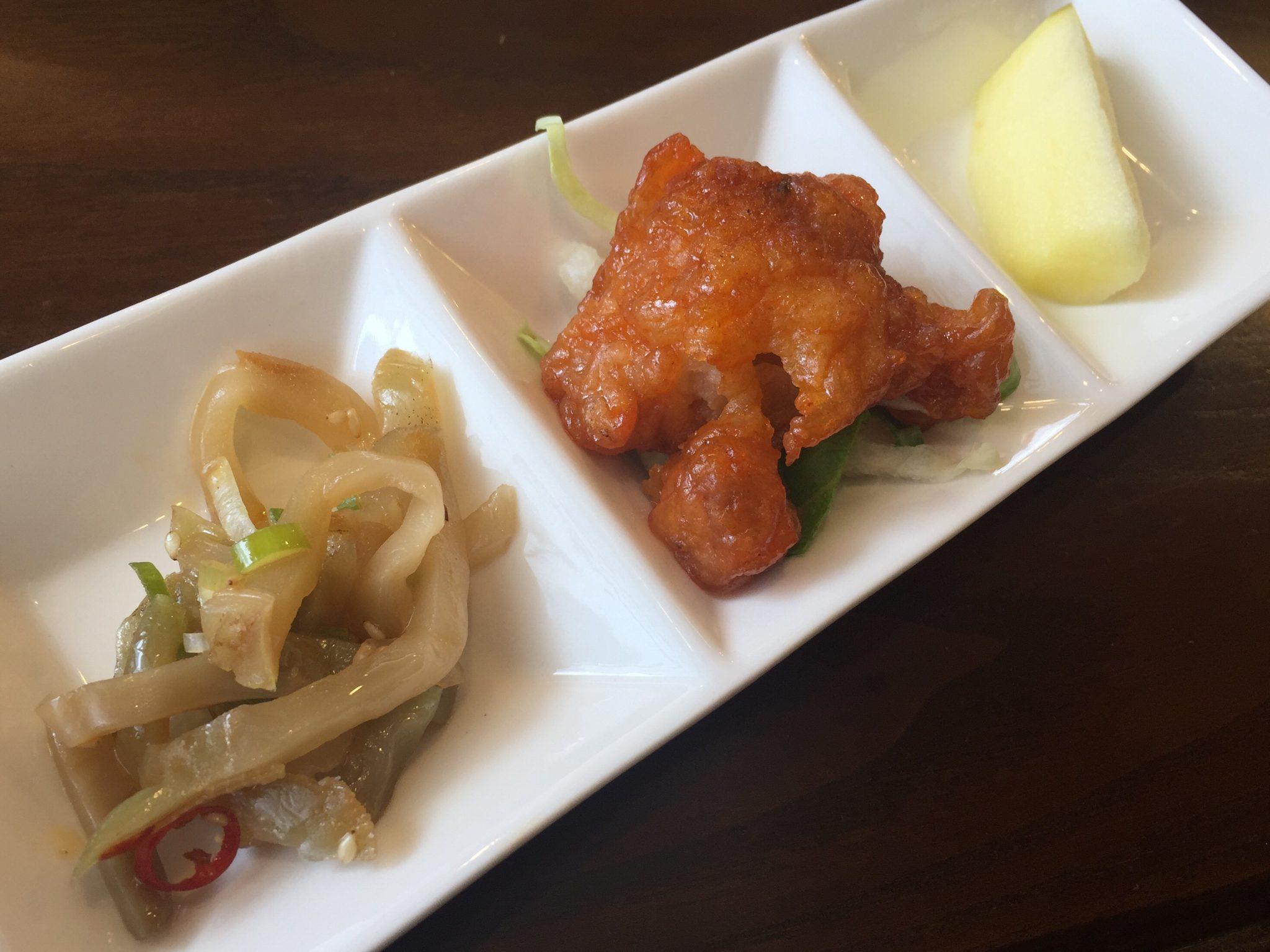 中国料理 甜甜酒楼 四川胡麻担々刀削麺 小鉢