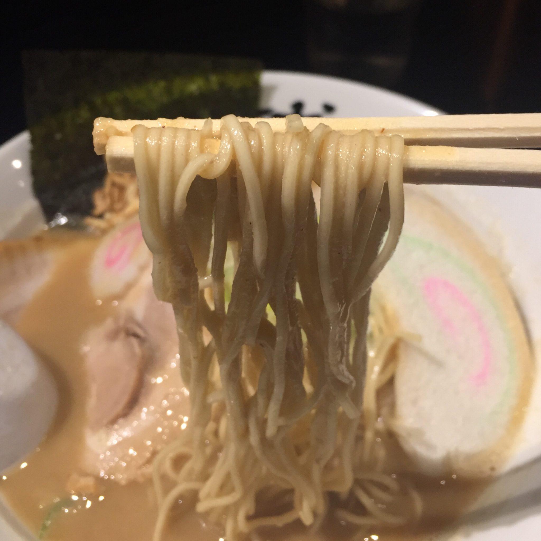 二球 超濃厚豚骨鶏白湯・三代目海老そば「改」 麺