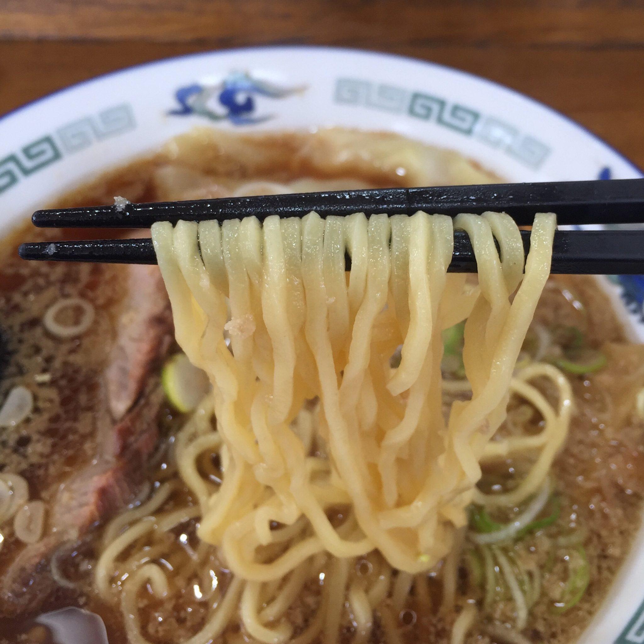 室蘭ラーメンの店 八屋 外旭川店 自家製ワンタンメン 麺