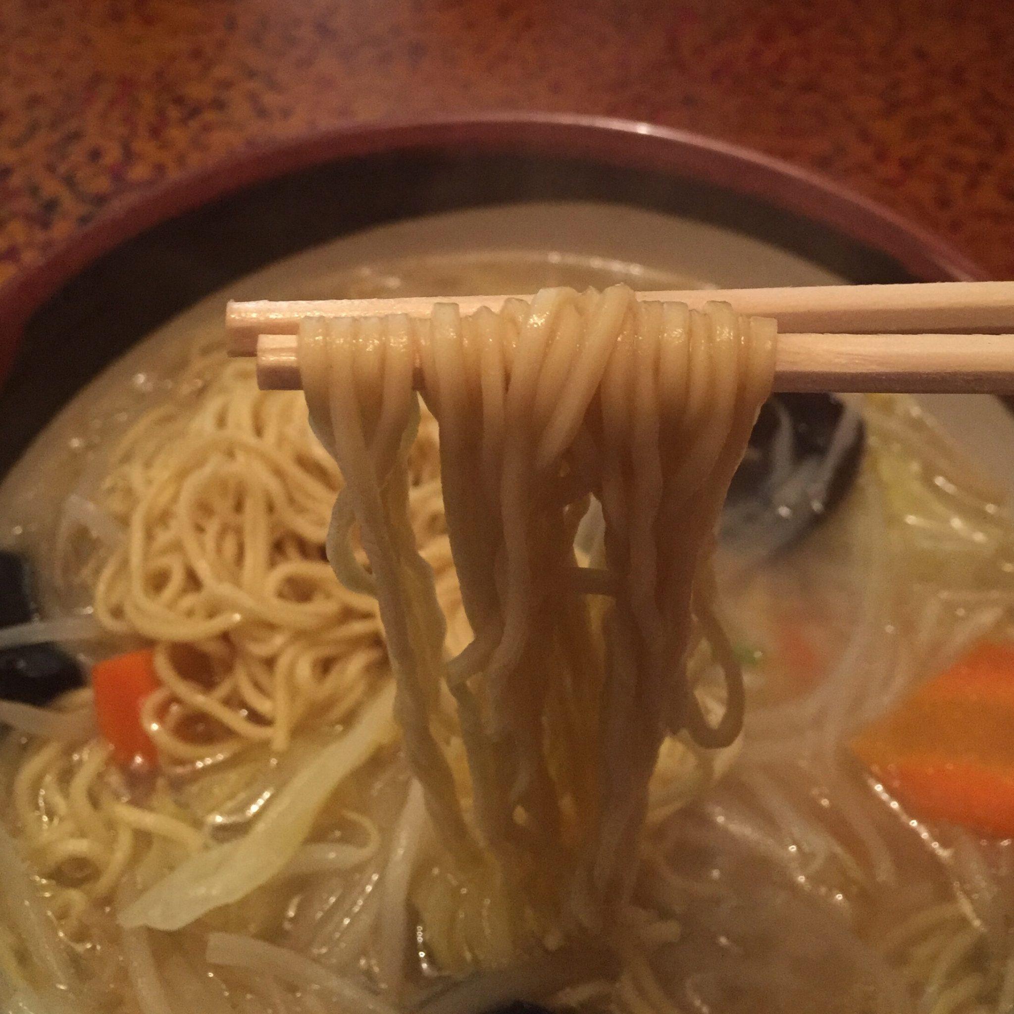 久米食堂 ワンタン麺 麺