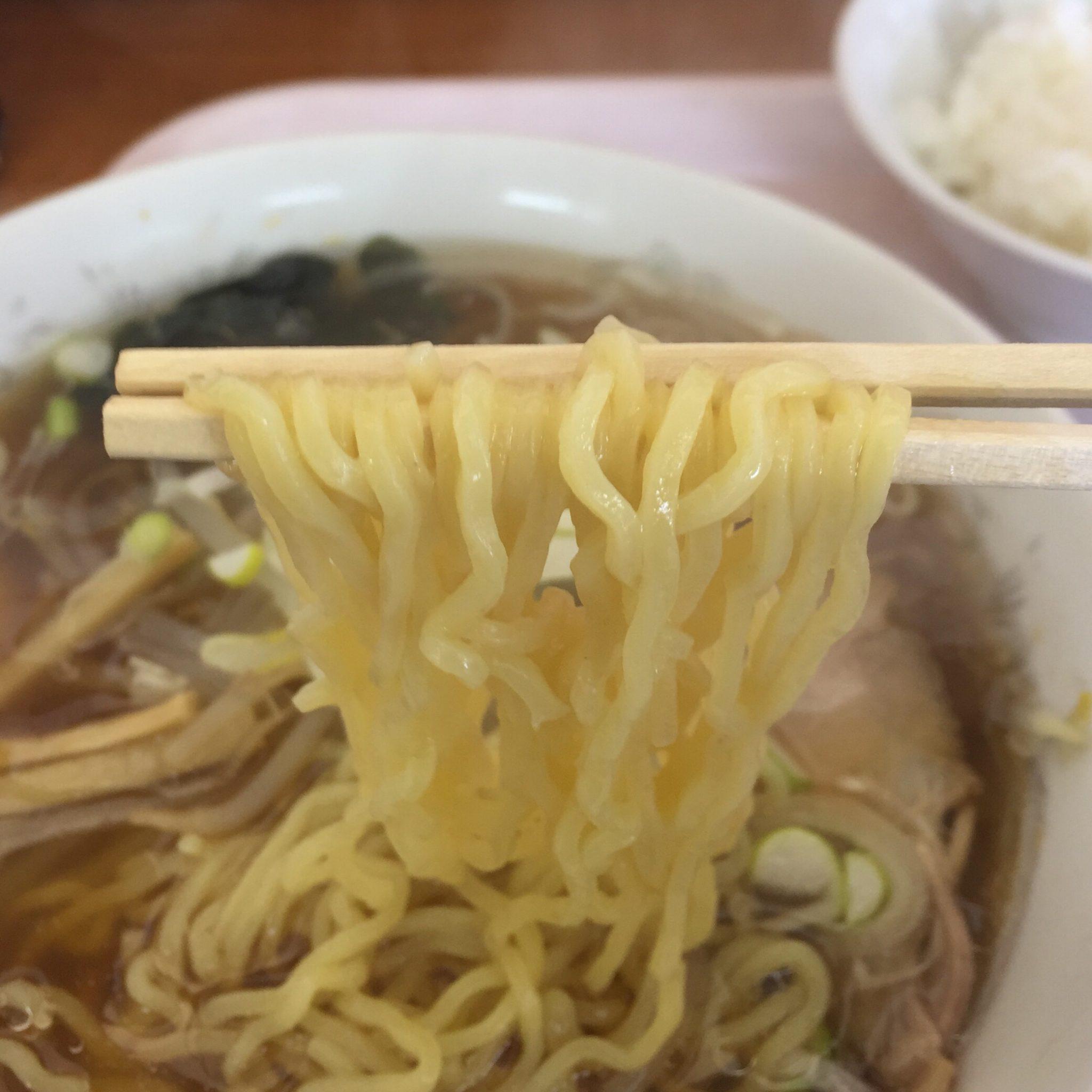中華 宝来飯店 ニンニク入りラーメン 麺