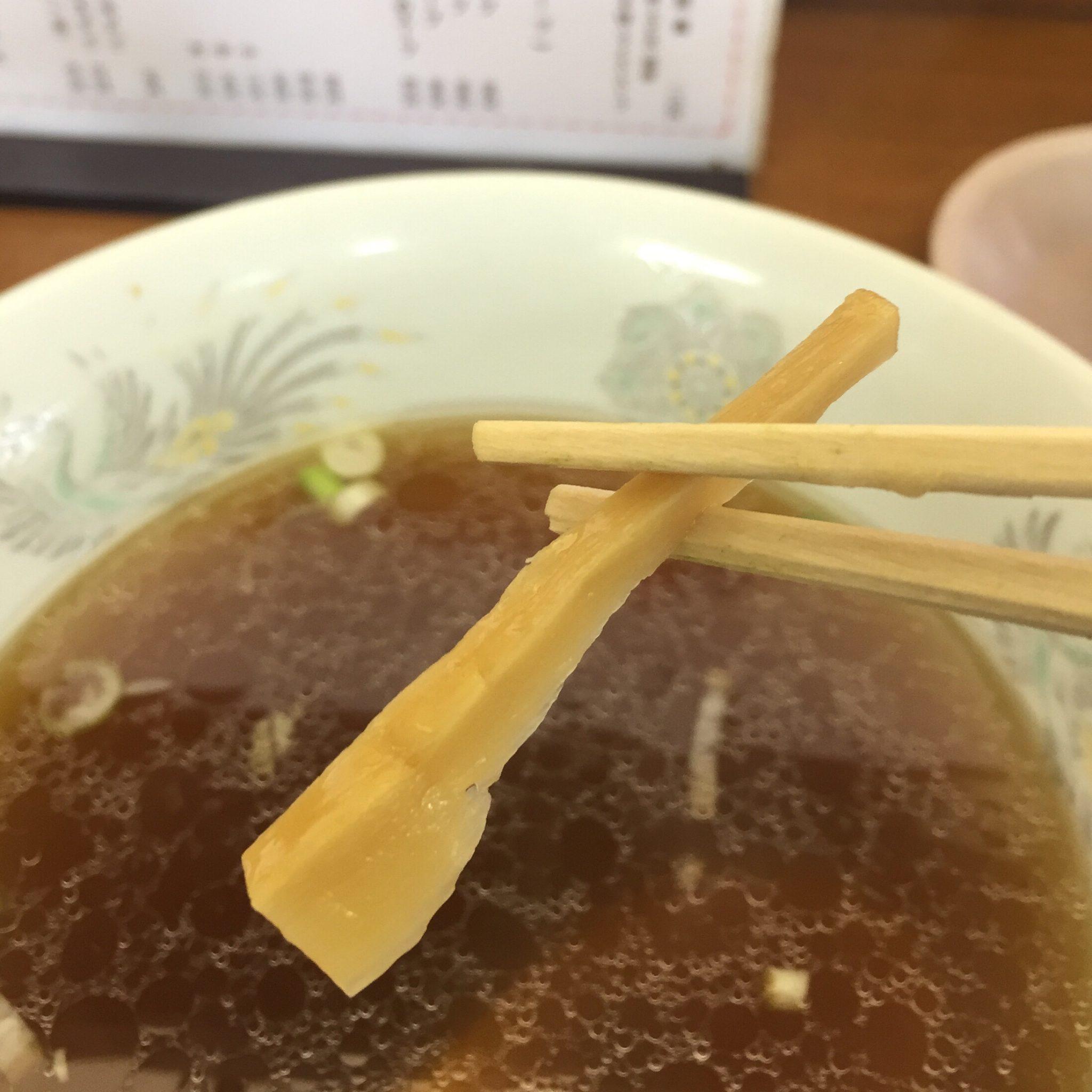中華 宝来飯店 ニンニク入りラーメン メンマ