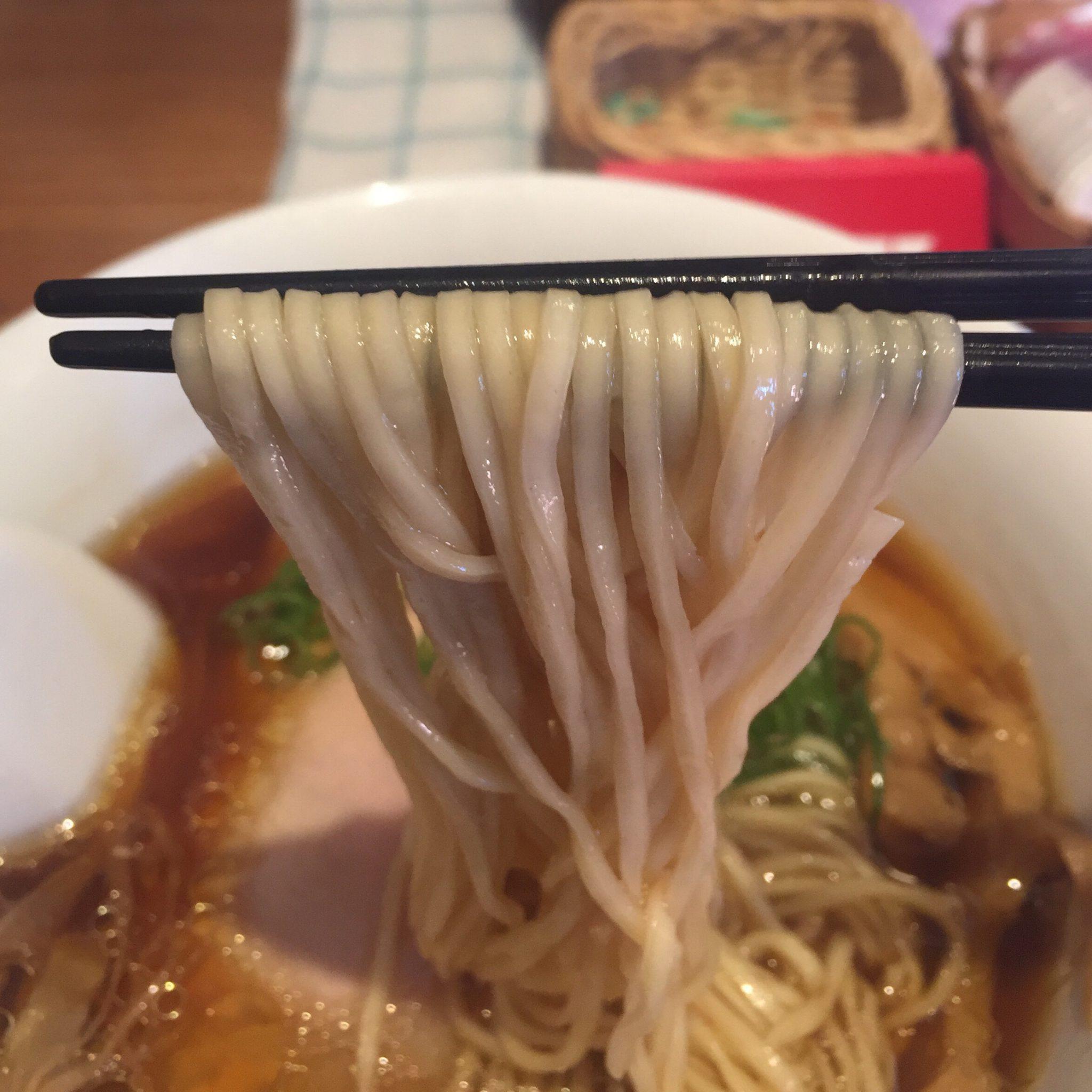 ラーメン屋 トイ・ボックス 醤油ラーメン 麺
