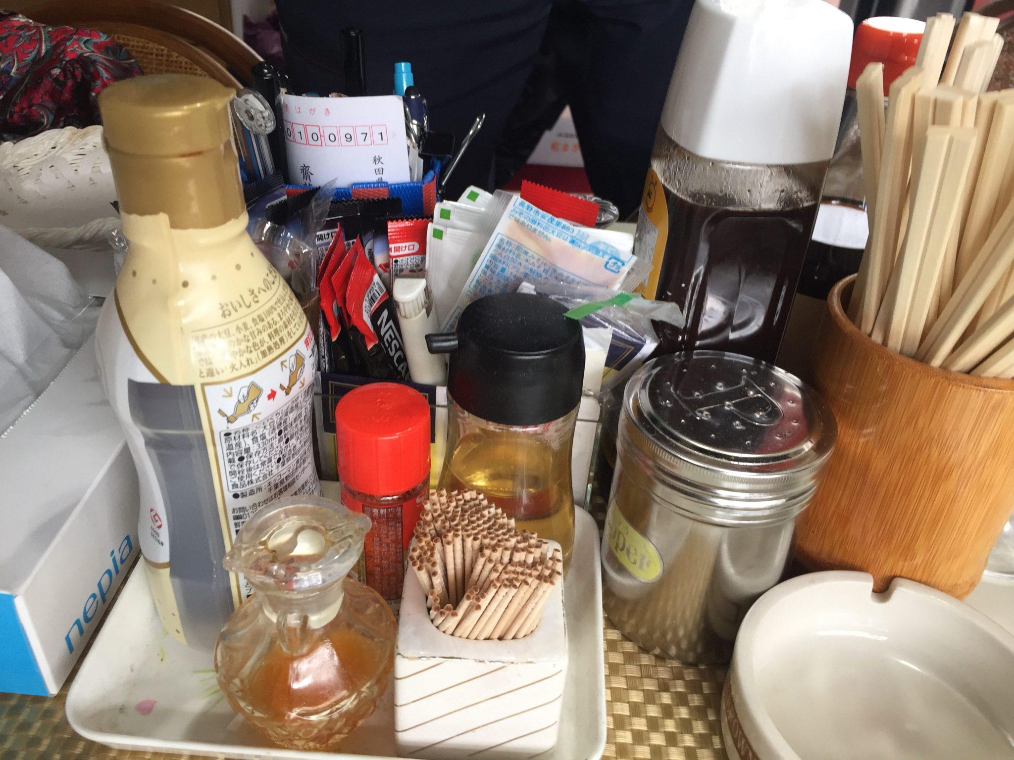 清山食堂 1/2カレーとラーメンセット 味変 調味料