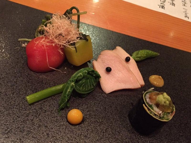 日本料理たかむら 秋田市大町 八寸は鶏肉 山菜 スッポンの卵 アメーラトマト 磯辺巻き