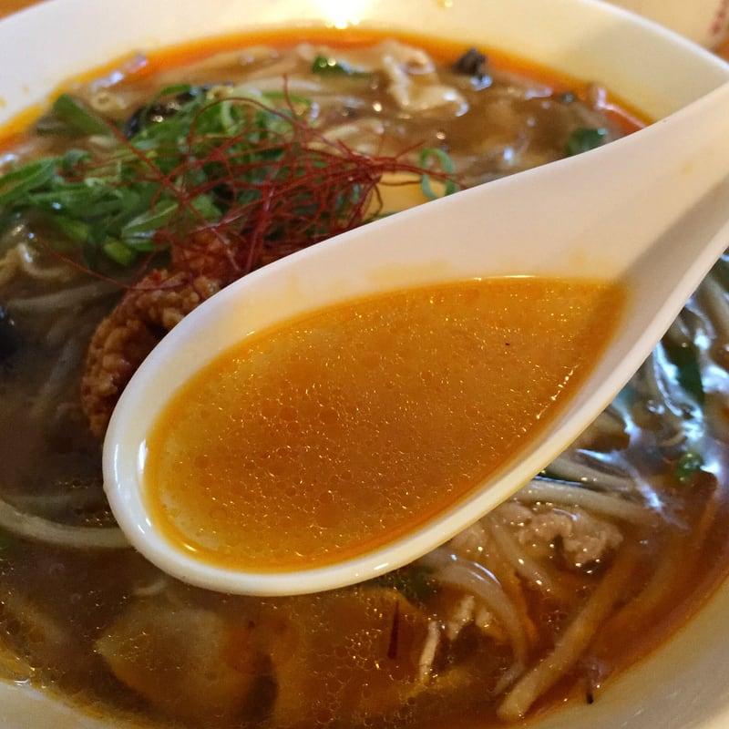 中華そばde小松 秋田県大仙市 辛いニラあんかけそば スープ
