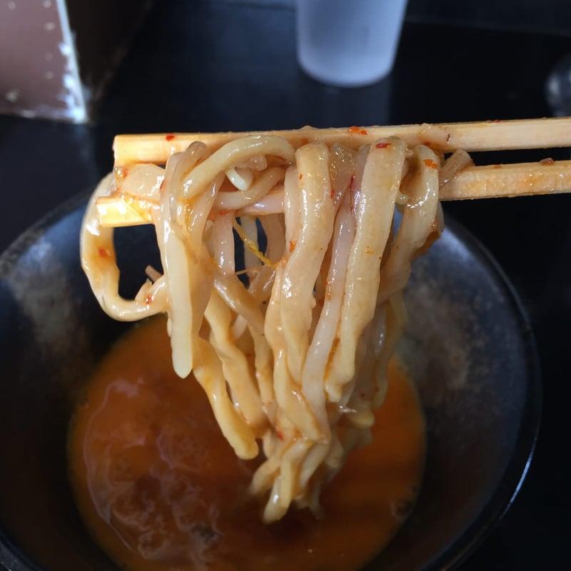 ラーメン マシンガン 秋田市広面 汁なし辛そば 生卵ダブル すき焼き風 麺