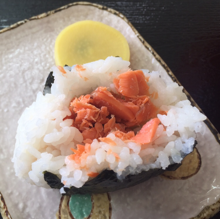 おにぎり いっぷくや 秋田県大仙市協和 鮭おにぎり