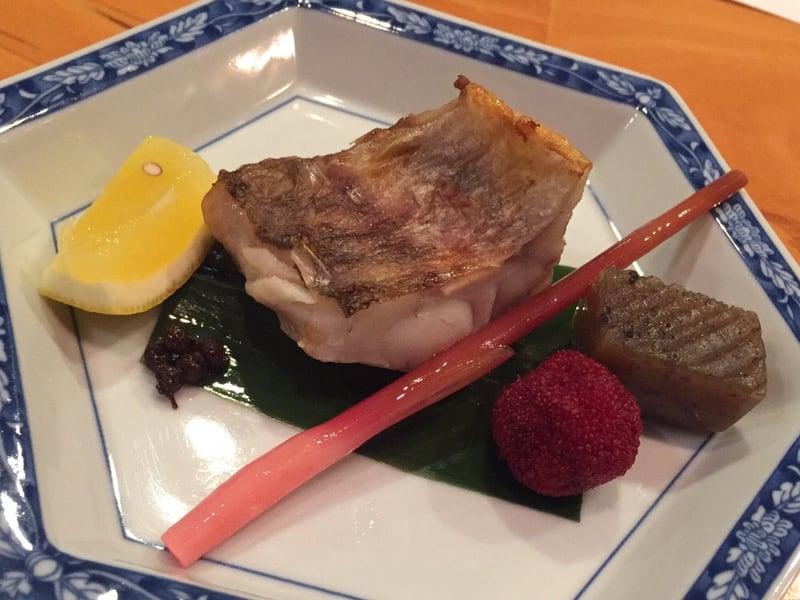 日本料理たかむら 秋田市大町 焼き物 甘鯛 山椒の実 山桃 コンニャクのピリ辛煮