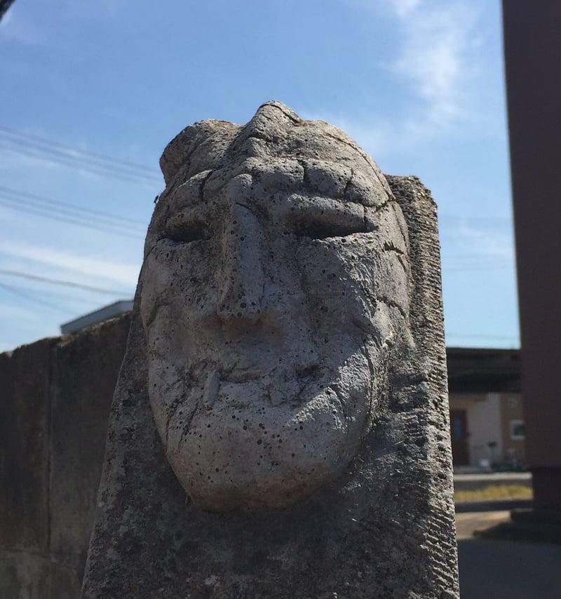 トラガス。 秋田県湯沢市 石仮面