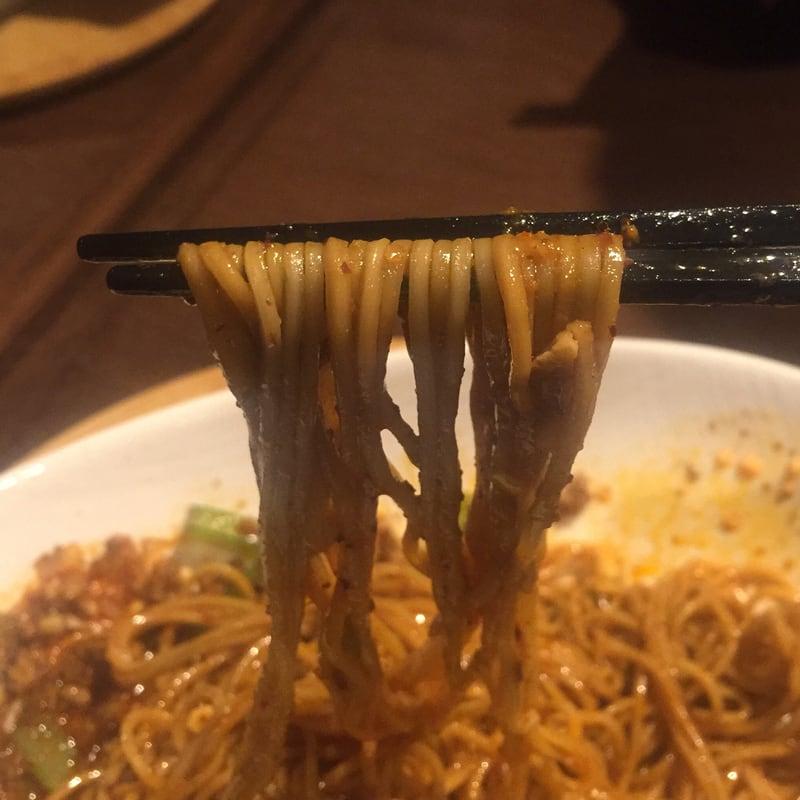 四川Dining&bar 臥龍 創香(がりゅう そうしゃん) 秋田市山王 本場汁なし担々麺 麺