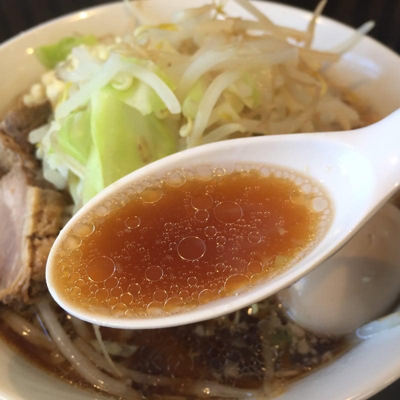 極上拉麺ハンサム侍 秋田県鹿角市花輪 醤油ラーメン スープ
