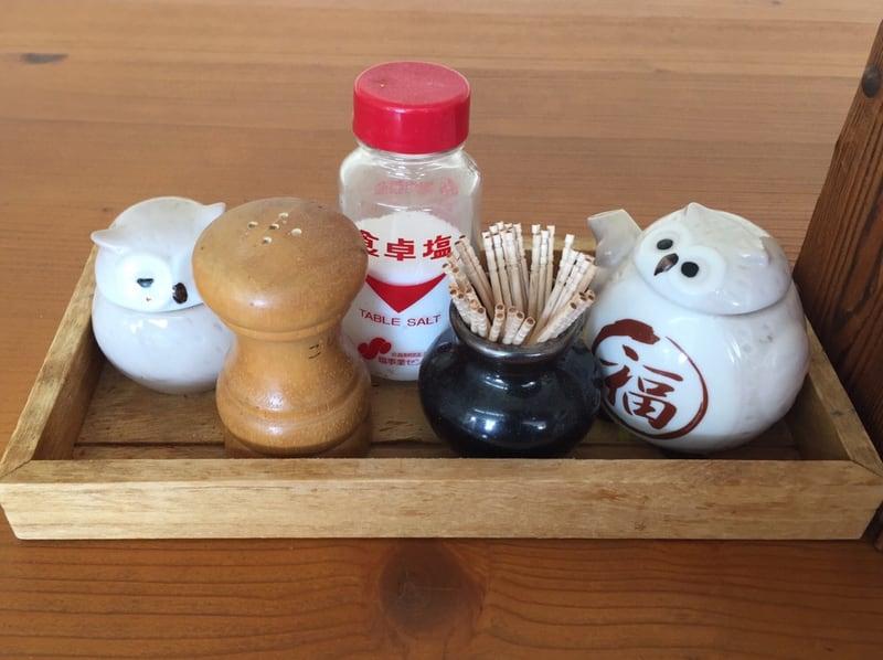手打ちそばとお食事処 山小屋 秋田県横手市山内 しょうゆラーメン 醤油ラーメン 味変 調味料