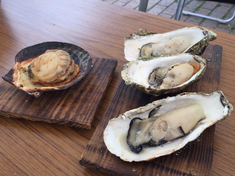 道の駅 遠野 風の丘 岩手県遠野市 漁師の魚屋 蒸し焼きの牡蠣 焼きホタテ