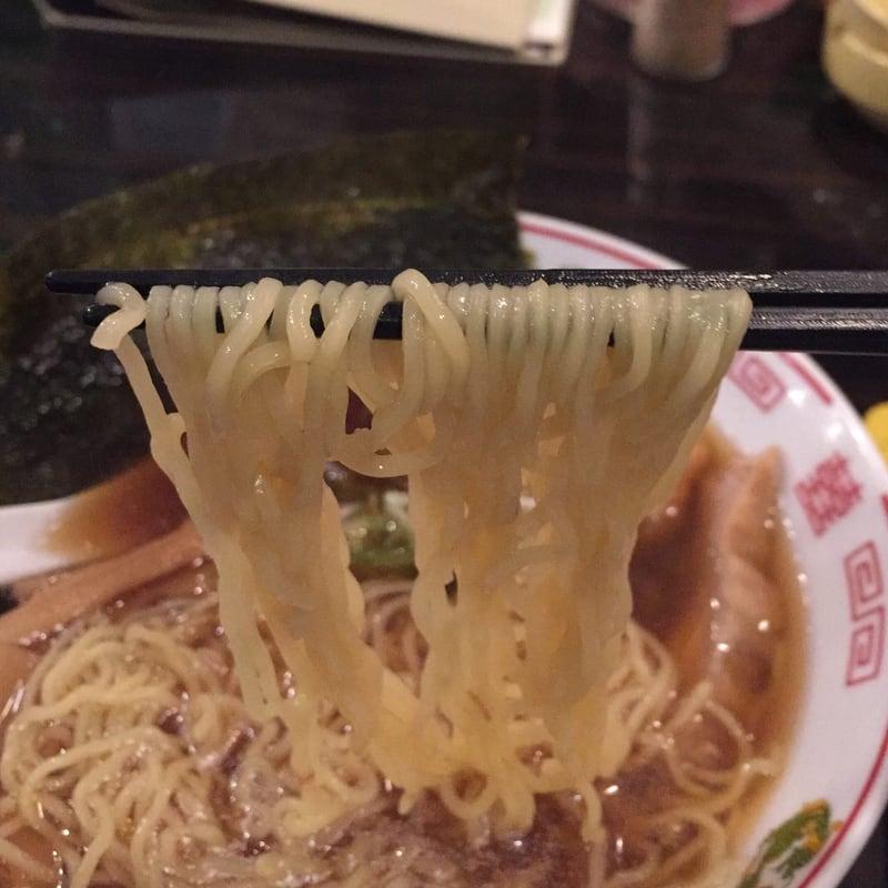 飲み処andキッチン ほのじぐみ 秋田市南通 ハマちゃんラーメン(鶏ガラだし) 麺