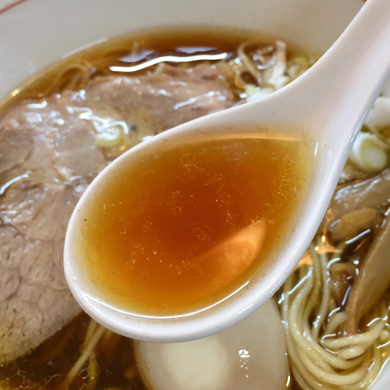 麺屋 権造 秋田市土崎 醤油らーめん スープ