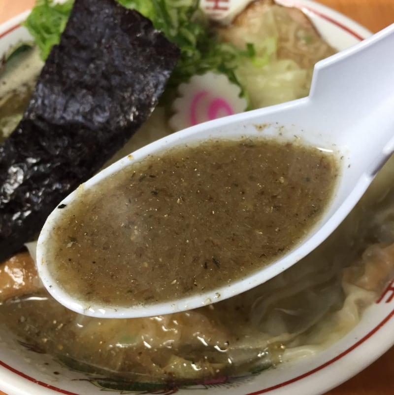 ラーメン陸王 秋田市川尻 煮干Ⅱ号 濃煮干味 ワンタンメン スープ