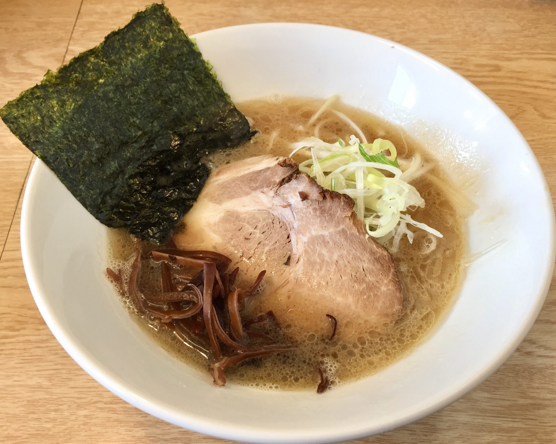 麺屋 北の雫 秋田市広面 醤油らーめん 魚介豚骨ラーメン