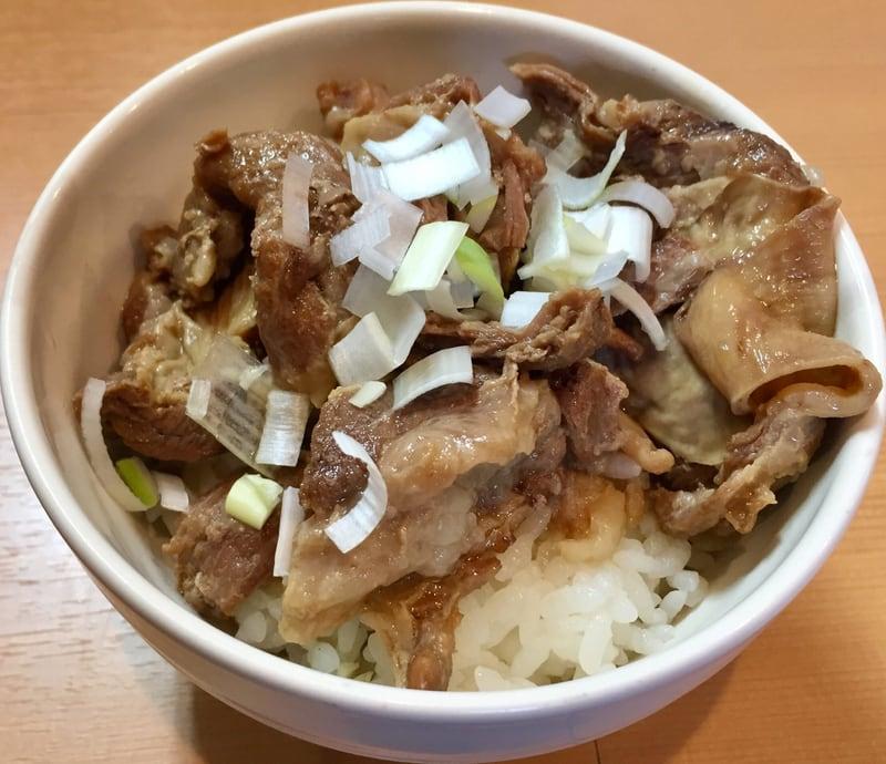 自家製麺 麺や二代目 夜来香 イエライシャン 秋田市飯島 黒醤油ラーメン ブラック ルーロー飯風