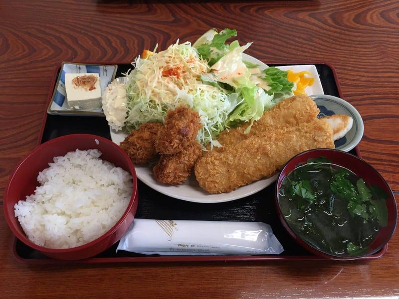 漁師の海鮮丼 宮城県宮城郡松島町 まぐろフライとカキフライ定食