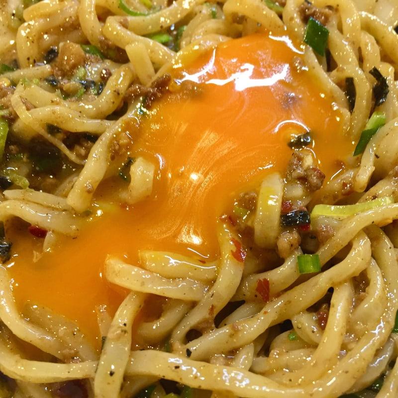麺屋はなび 高畑本店 愛知県名古屋市中村区 台湾まぜそば 卵黄 混ぜる