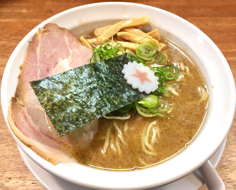 麺匠 うえ田 静岡県熱海市渚町 濃厚魚介とんこつらーめん