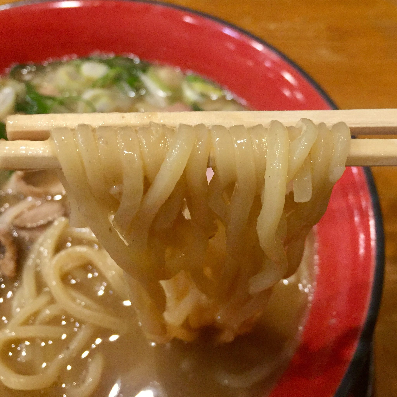 まりお流らーめん 奈良県奈良市尼辻町 男の鶏ぱいたん 濃厚鶏白湯 麺