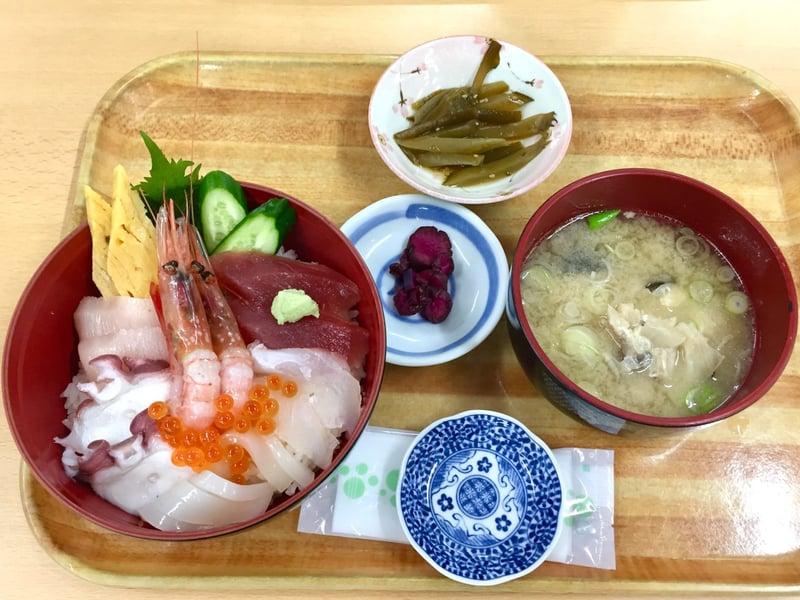 お食事処 海鮮屋 秋田県男鹿市船川港 海鮮丼
