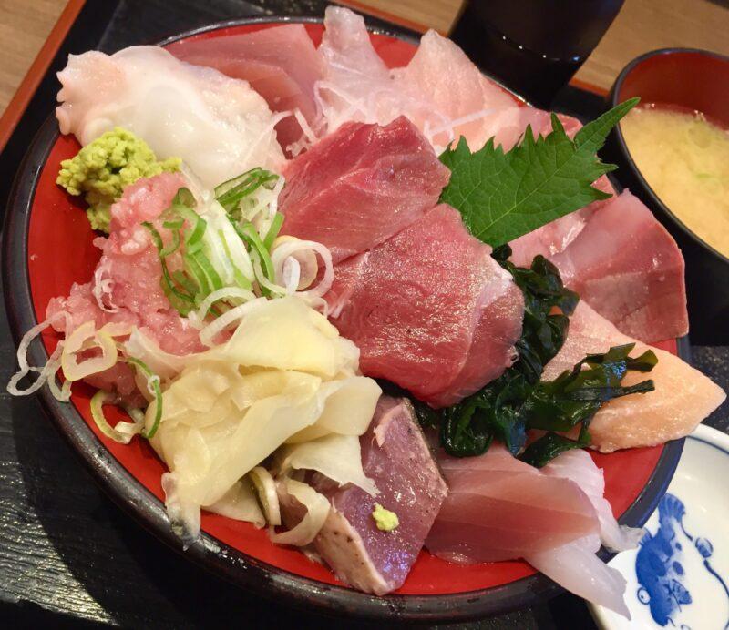 魚がし食堂 中央市場店 石川県金沢市西念 日替わり 得盛りてんこ丼 海鮮丼