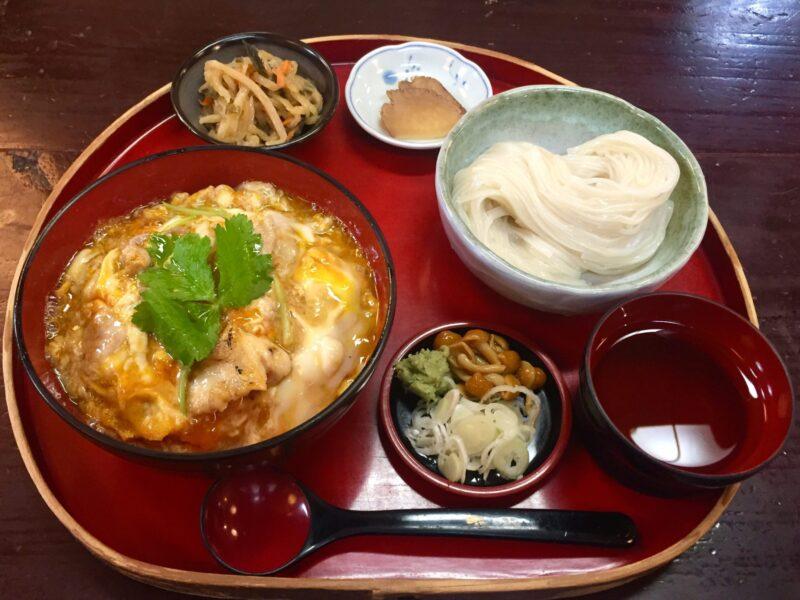 お食事処 桜の里 秋田県仙北市角館町 究極の親子丼 比内地鶏親子丼と稲庭うどんセット