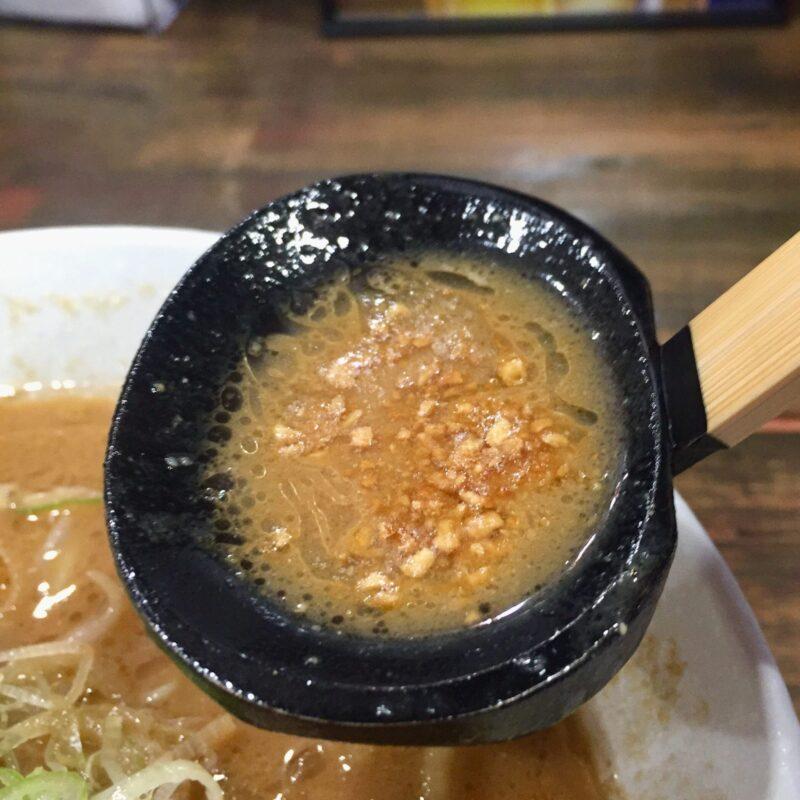 らーめん ともや 秋田県横手市四日町 牛豚鶏みそらーめん 味噌ラーメン スープ フライドガーリック