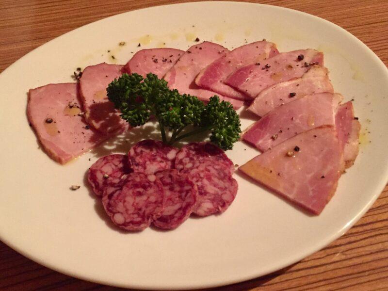 BAR JAH ジャー 秋田県秋田市大町 秋田ひめ豚ハムとイベリコサラミの盛りあわせ