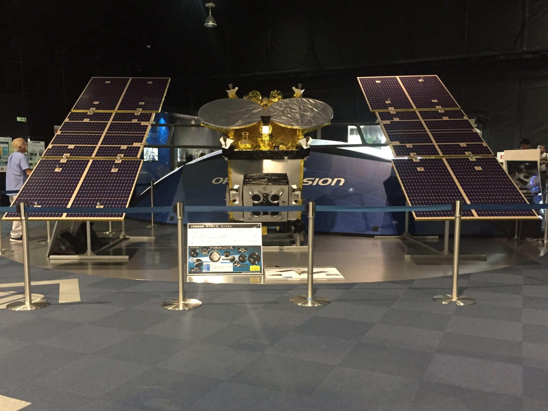 JAXA筑波宇宙センター 茨城県つくば市千現 展示館 SPACE DOME スペースドーム 小型惑星探査機 はやぶさ2 1/1模型