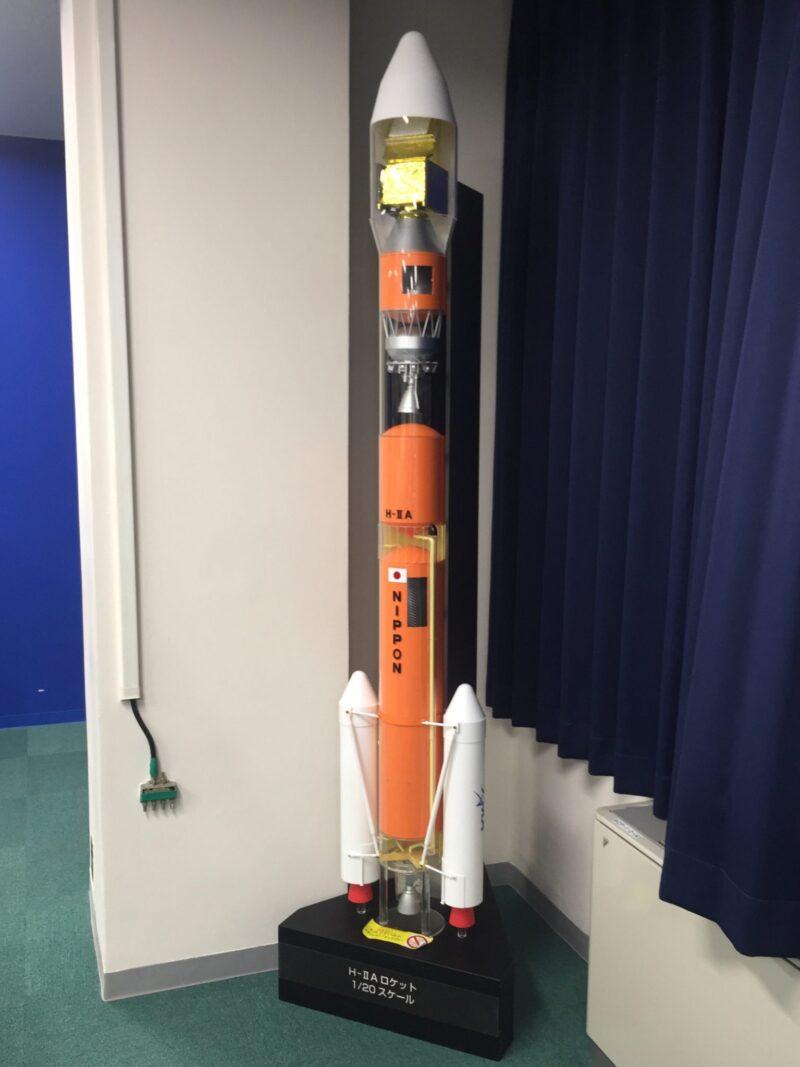 JAXA筑波宇宙センター 茨城県つくば市千現 視聴覚室 ロケット打ち上げ音響体験 H-ⅡAロケットの1/20スケール模型