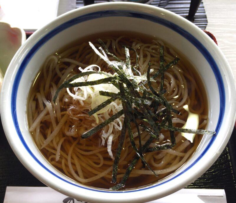 手打ちそば処 かえで庵 秋田県湯沢市皆瀬 みなせ牛 皆瀬牛と冷かけのセット スープ