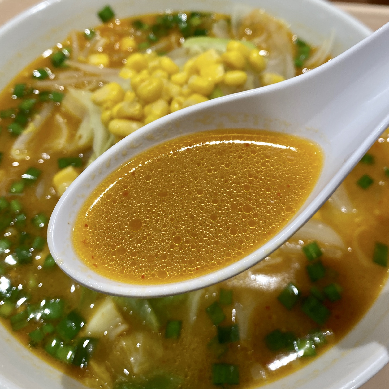 軽食ひまわり 秋田県横手市横手町 スーパーマーケットよねや ハッピーモール店内 からしみそラーメン 辛味噌ラーメン スープ