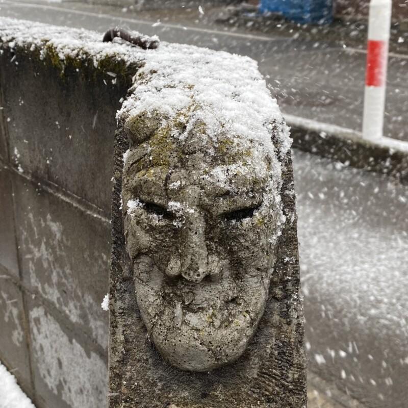 トラガス。 秋田県湯沢市西新町 石仮面